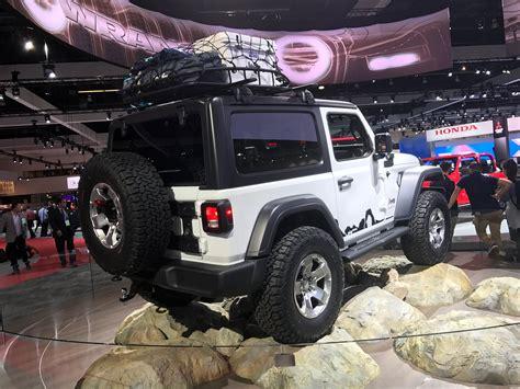 jeep wrangler white 2 door mopar modified 2018 jeep wrangler sport at the 2017 la