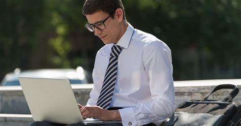 chi lavora in per chi lavora in smart working niente tagli di stipendio