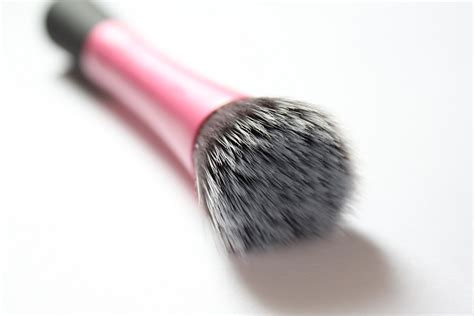 Reai Techniques Stippling Brush Real Techniques Stippling Brush Review In My Mind