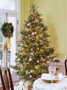 tree decorating ideas 25 beautiful christmas tree decorating ideas