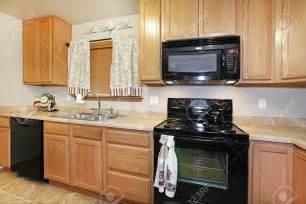 kitchen design black appliances kitchen kitchen color ideas with oak cabinets and black
