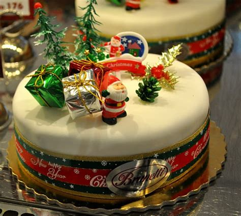 awesome christmas cakes 21 of the cutest and yummiest looking cakes
