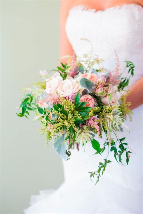 Wedding Flowers On A Budget by 8 Tips To Beautiful Wedding Flowers On A Small Budget