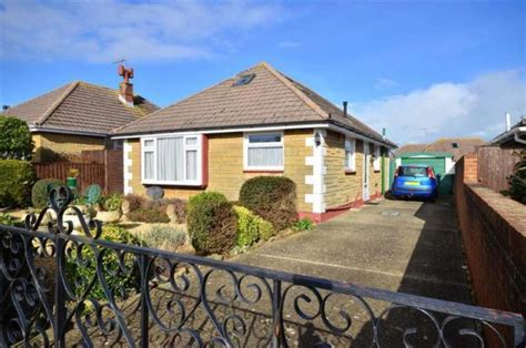 3 bedroom bungalow for sale in porter avenue sandown po36 - Bungalows For Sale On The Isle Of Wight