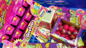 toys r us kinderzimmer look what i found season 2 shopkins toys rus and