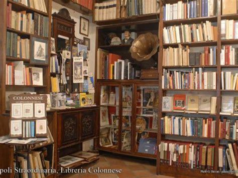 libreria book vendo turisti in cerca di libri a napoli napolitwitta