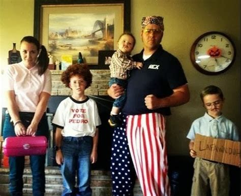 8 Funniest Families by Funniest Family Portraits Taken