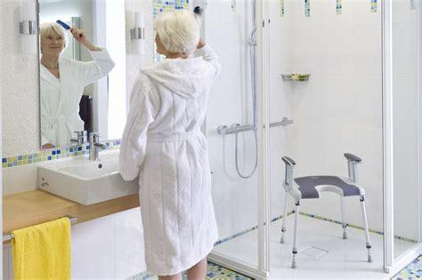 sgabelli per doccia cerchi una sedia per la doccia ecco come scegliere