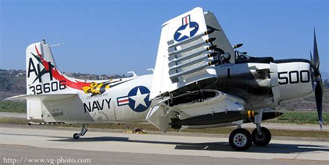 douglas a1 skyraider owners workshop manual 1945 85 all marks and variants haynes manuals books gilder aviation photography a 1 skyraider