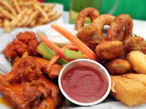 29 Resep Ala Fast Food raise a wing today to toast national chicken wing day