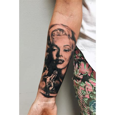 marilyn monroe tattoo marilyn and gun on leg
