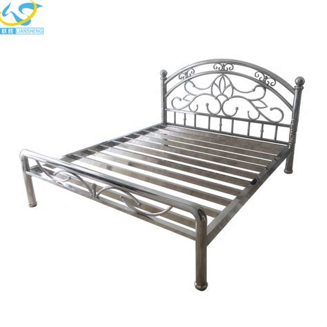 queen size metal bed frame queen size steel bed frame loverelationshipsanddating