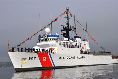 charter boat rescue coast guard rescues 113 from grounded charter boat