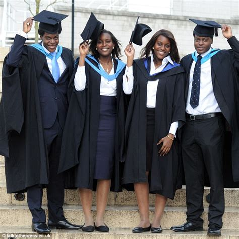 Ppeerinde Mba Graduation Requriements by Quads Celebrate Uk As All Simultaneously Graduate