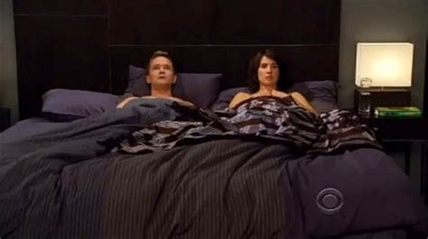 Himym 7 10 Preview Barney And Robin In Awkward Himym Beds