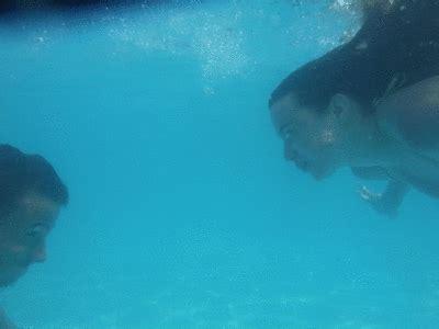 underwater wallpaper gif fishkisses via tumblr animated gif 868527 by korshun