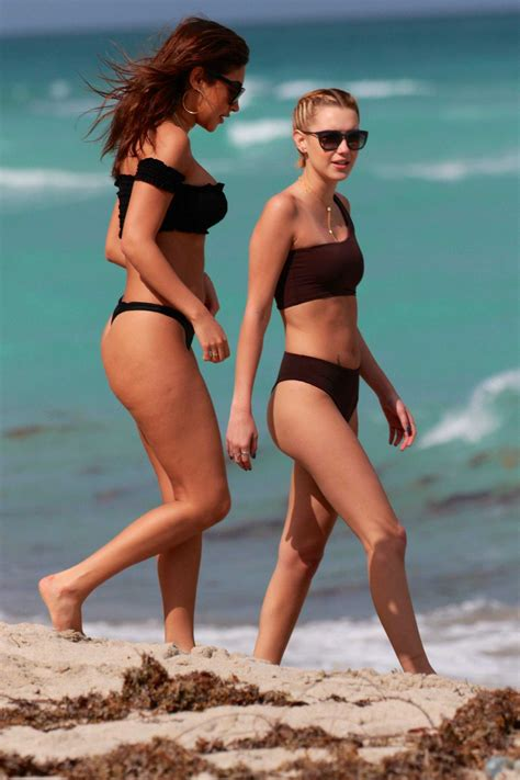 beach girls 1 sarah non 03 sarah snyder and chantel jeffries 1 sawfirst hot