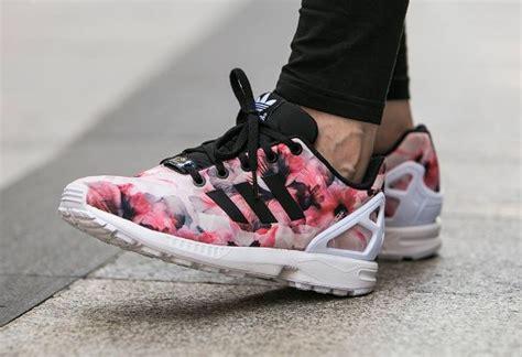 d 233 couvrez adidas zx flux pink flowers une running pour femme et enfant couverte par un imprim 233