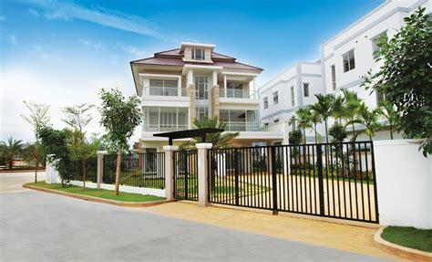 Luxury 5 Bedroom Villa Kerala 5 Bedroom Luxury Villa For Luxury Sloping Roof 5 Bedroom Villa Exterior Home Kerala Plans