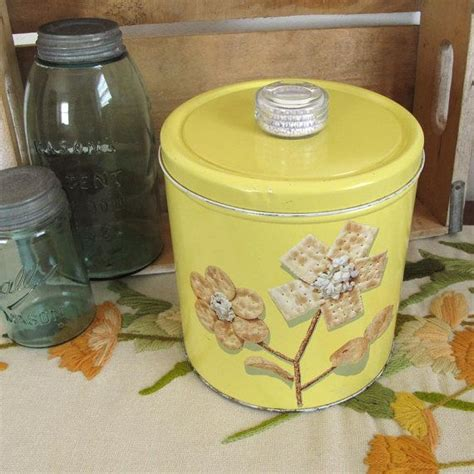 tin kitchen canisters 1000 images about vintage bread box cake carriers