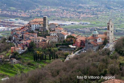 liguria un viaggio tra arte cultura cucina e il borgo medievale di vezzano in liguria buon viaggio