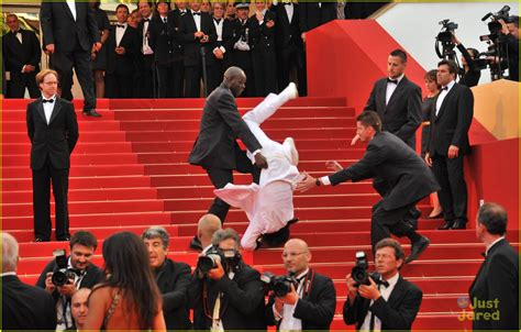falling stairs did jason derulo fall the met gala stairs photo 808663 photo gallery just