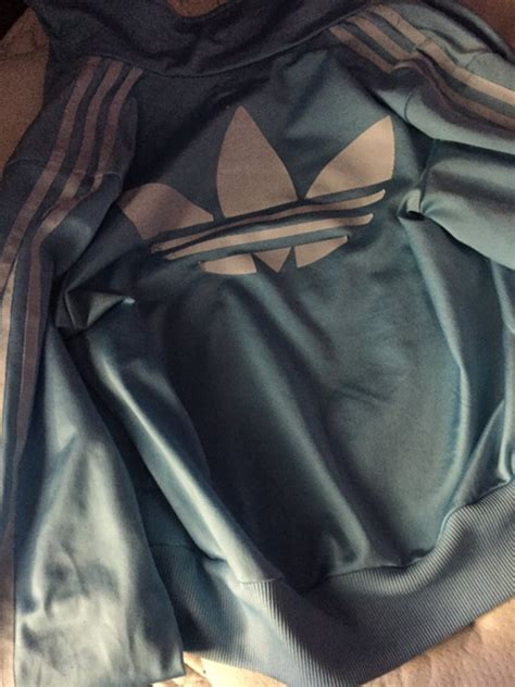 what color is this dress what colour is the moose knuckle what color is the jacket internet erupts in debate one