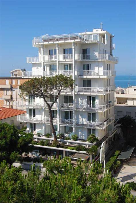hotel ristorante la terrazza lido di camaiore immagini hotel bracciotti piscina terrazza spazio benessere