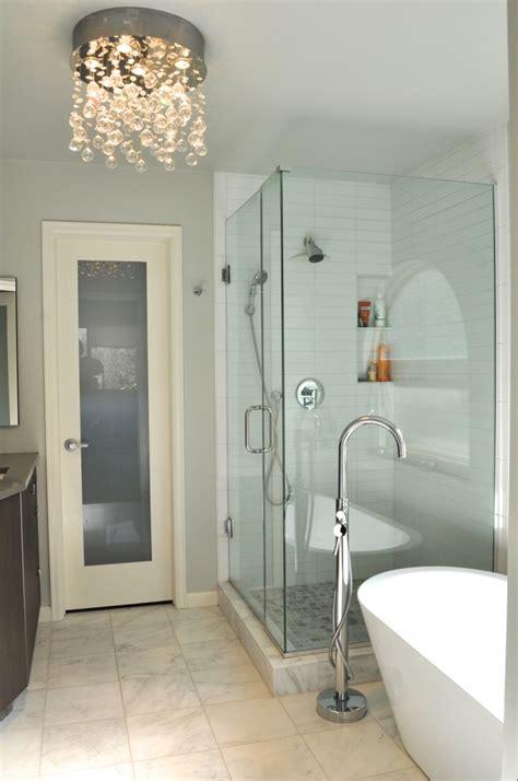 badezimmer mit kronleuchter badezimmer beleuchtung die aufmerksamkeit verlangt