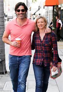 Amy Smart dresses down as she cosies up to husband Carter