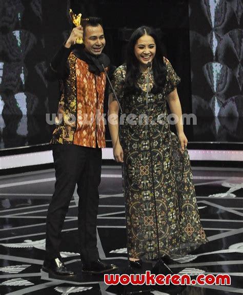 Sepatu New Balance Raffi Ahmad foto raffi ahmad bawa pulang trofi presenter program