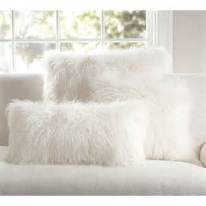 White Fluffy Cushion Covers 25 Best Ideas About Fur Pillow On Fluffy