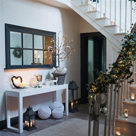 stylische weihnachtsdeko gl 228 nzend wei 223 e deko ideen f 252 r die winter und weihnachtszeit