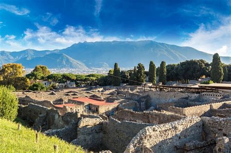 pompeii what to see in only one day practical travel guide for diy travelers books 6 amazing day trips from naples italy eurail