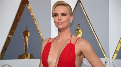2016 hot charlize theron oscar 2016 charlize theron la m 225 s sexy y la mejor