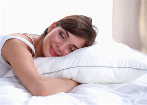 sleeping without pillow health benefits of sleeping without a pillow woman