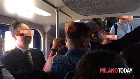porta vittoria passante rissa tra pendolari caos sul treno passante