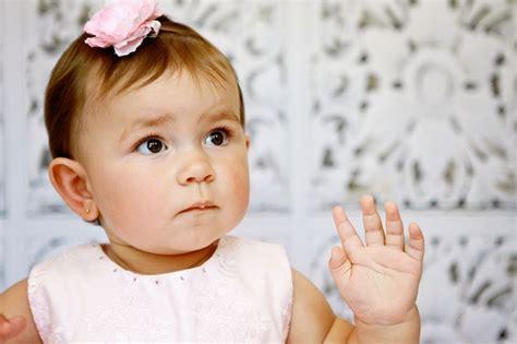 ohrringe bei baby ab wann ohrringe f 252 r babys gro 223 e auswahl an piercing und