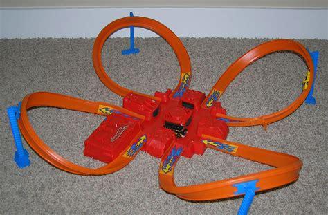 Hotwheels Track Cobra Cave 1 the museum wheels criss cross crash race track