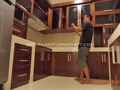 laris kitchen set minimalis jati jepara terbaru