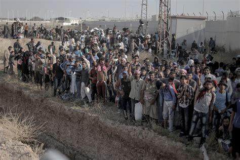 syrian turkey refugee cs syrians flee battle for tal abyad al jazeera