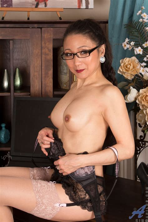 Mature Asian Lady Showing Her Spread Pink Pussy