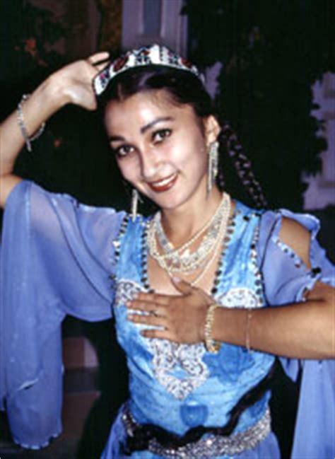 uzbek national dress / manzara tourism various tours in