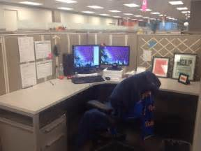 Decorating a cubicle with ribbon