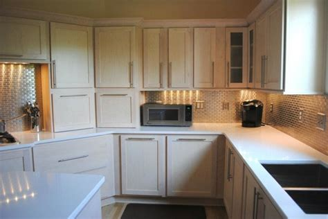 white stained maple cabinets chagne stain maple cabinets silestone quartz in white