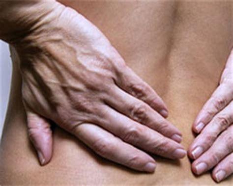 richtige matratze bei rückenschmerzen bandscheibenvorfall slewo ratgeber