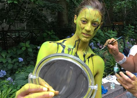 anual body painting new york 2016 nude models become artists canvases on nyc bodypainting