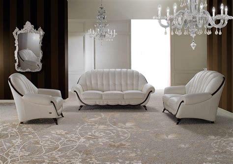 divano a due posti in stile neoclassico forma arrotondata