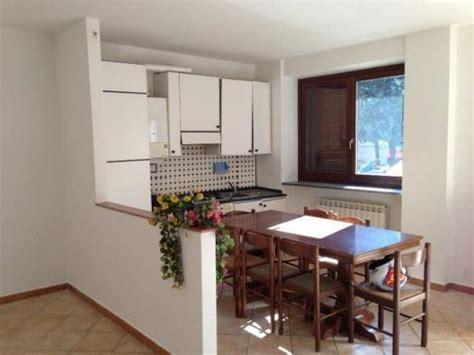divisorio cucina soggiorno muretto divisorio cucina ingresso semplice e comfort in