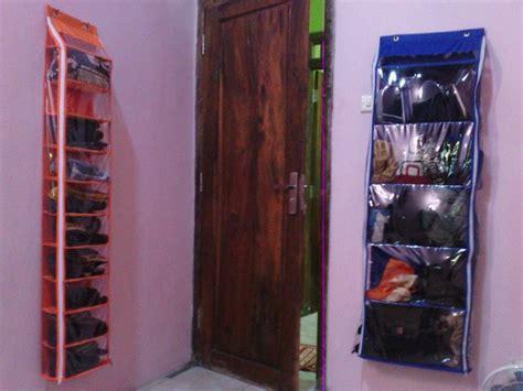 Rak Sepatu Gantung Resleting model rak sepatu gantung dan plastik minimalis